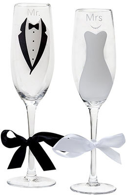 Gift Boutique Mr. and Mrs. Wedding Champagne Glasses